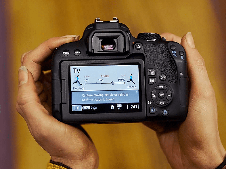 CANON EOS 800D + EF-S 18-200 Kit